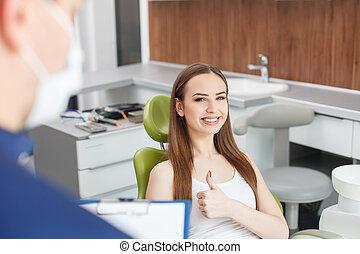 かなり, 若い女性, ある, 訪問, 彼女, 歯医者の, 医者