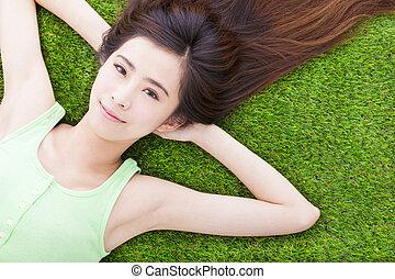 かわいい少女, 牧草地, 日当たりが良い, 下方に, あること