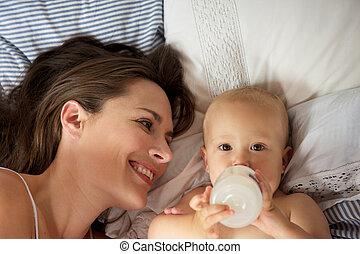 かわいい, びん, 母, 赤ん坊, 肖像画, 飲むこと, 幸せ