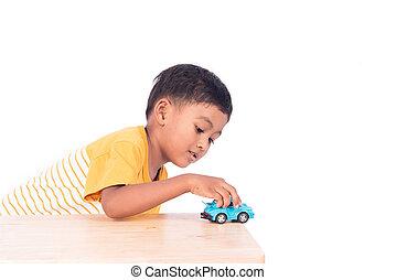 かわいい, わずかしか, アジア 男の子, 子供, 子供, 幼稚園児, 遊び, ∥で∥, 青い車, おもちゃ