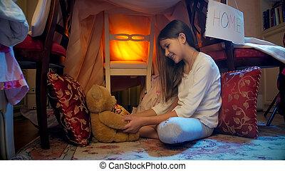 かわいい, わずかしか, テディベア, 夜女の子, tepee, 遊び, テント