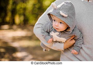 かわいい, わずかしか, 父, 息子, 保有物, 下に, 腕