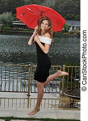 かわいい, ティーンエージャーの少女, 下に, 赤い洋傘, 跳躍