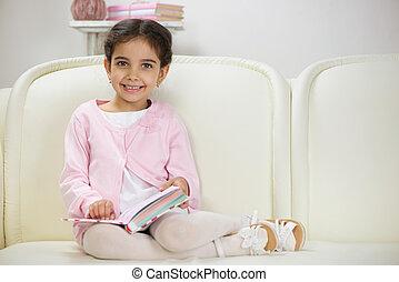 かわいい, ヒスパニック, 本, 微笑, 読書, 女の子