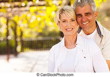 かわいい, 中央の, 年齢, 屋外のカップル