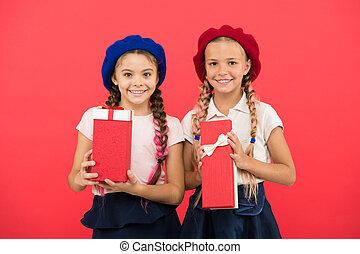 かわいい, 余分, gift., bonus., true., concept., 女の子, 幸せ, 買い物, 得なさい, ボーナス, tour., 贈り物, 小さい, birthday, 子供, 把握, 来なさい, 夢, 子供, 贈り物, boxes., yourself., 一突き, childhood.