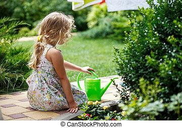 かわいい, 女の子, プラントに水をやる, 中に, ∥, garden.