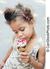 かわいい, 女の子, 食べること, アイスクリームコーン