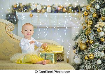 かわいい, 女の赤ん坊, 1-2, 古い年, 床の上に座る, ∥で∥, ピンク, 風船, 中に, 部屋, 上に, white., isolated., birthday, パーティー。, celebration., 誕生日おめでとう, 赤ん坊, 女の子, ∥で∥, グループ, ball., プレーしなさい, room.