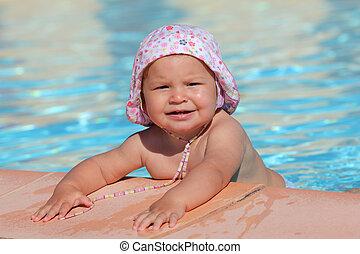 かわいい 女, よちよち歩きの子, プールを すること, 水泳