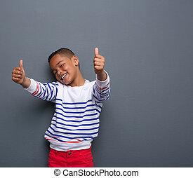 かわいい, 小さい 男の子, の上, 印, 親指, 微笑