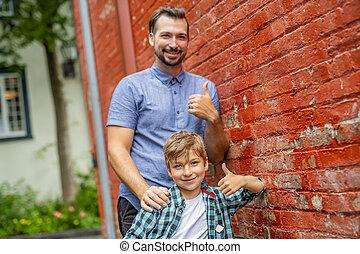 かわいい, 彼の, 男の子, 壁, 愛らしい, 父, れんが, staing, 赤