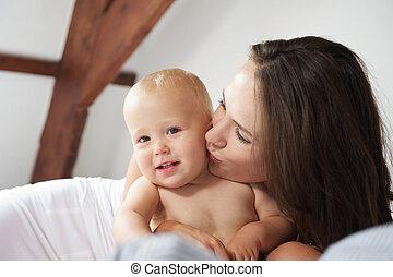 かわいい, 母, 肖像画, 赤ん坊, 接吻, 幸せ
