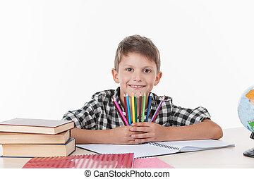 かわいい, 男の子のモデル, テーブル, そして, 保有物, カラフルである, pencils., ハンサム, わずかしか, 男生徒, 勉強, 白, 背景