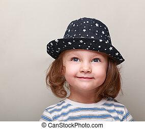 かわいい, 考え, の上, 見る, 微笑の女の子, 子供