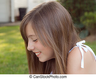 くすくす笑う, 女の子