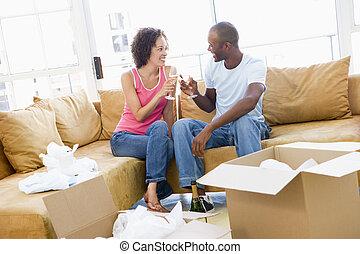 こんがり焼ける, 恋人, 箱, 新しい 家, 微笑, シャンペン