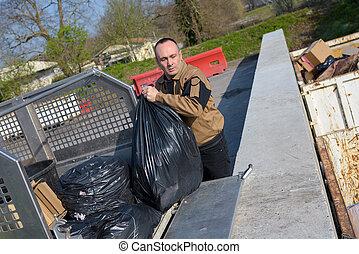 ごみ収集人, ローディング, 屑袋, 中に, トラック