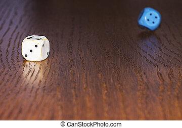 ∥, さいころ, 回転しなさい, 上に, ∥, 木製である, テーブル。, role-playing, ゲーム, 地下牢, そして, dragons., ギャンブル, 中に, ∥, casino.