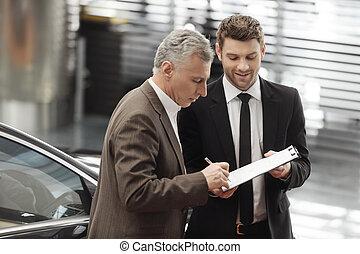 すべて, 彼の, 自動車, 若い, 印, 助力, needed, クライアント, どうか, hear., セールスマン, 文書, ハンサム