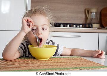 ∥そうする∥, 食べること, littke, 考え, 間, ほしい, 女の子, 食べなさい