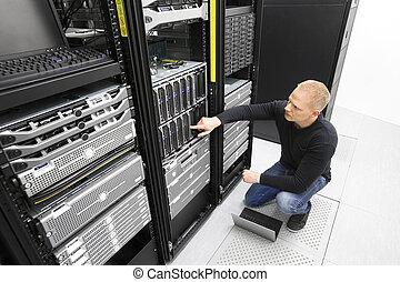 それコンサルタント, モニター, サーバー, 中に, datacenter