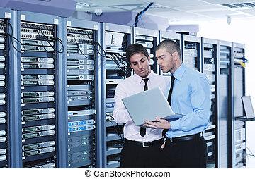 それ, enineers, 中に, ネットワークサーバー, 部屋