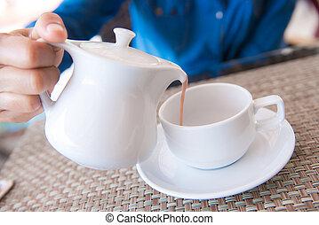 たたきつけるコーヒーノキ, カップ