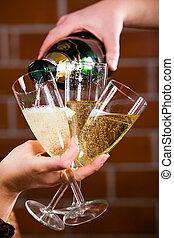 たたきつける, a, シャンペン