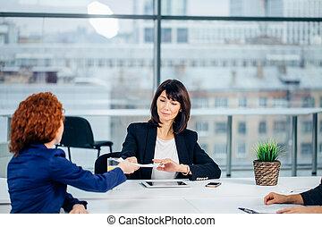 について, ビジネス, 成功, 会社, 頭, 新しい, 微笑, 話す