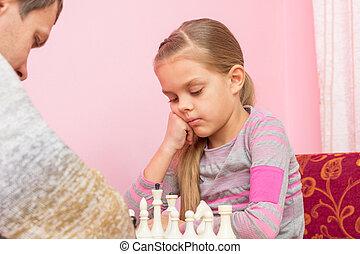 について, 娘, 考え, 次に, seven-year, チェスの作動, 遊び