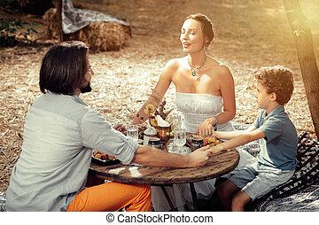 のまわり, 家族, モデル, 喜ばせられた, 一緒に, 平和である, テーブル