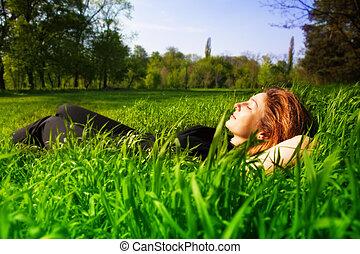 のんびりしている, 概念, -, 女性がリラックスする, 屋外, 中に, 草