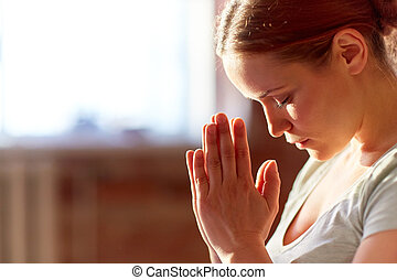 の上, ヨガのスタジオ, 女性が瞑想する, 終わり