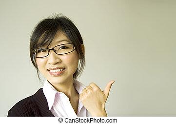 の上, 白い衿, 親指