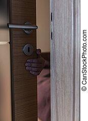 の後ろ, 手, ドア, 手を伸ばす