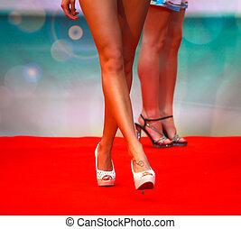 の間, モデル, ファッションショー