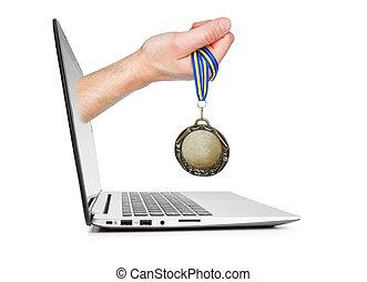 はり付く, 概念, 勝者, laptop., 人, idea., 手, メダル, から
