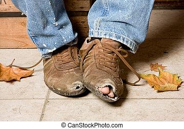 めった打ちにされた, 靴