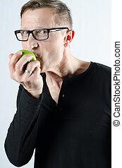 りんごを食べること, 人