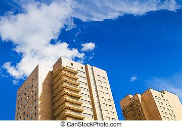 れんが, 市家, 下に, 青い空