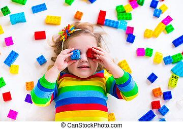 わずかしか, おもちゃのブロック, 女の子, 遊び