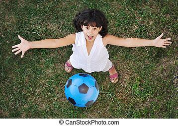わずかしか, すてきである, 女の子, ボールで遊ぶ, 空気で