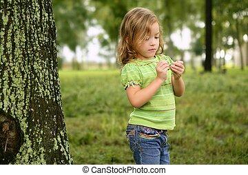 わずかしか, よちよち歩きの子, 公園, 遊び, 女の子