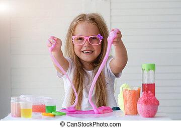 わずかしか, ガラス, 。, 子供, 女の子, 粘着物, ピンク, 粘液, 遊び, toy., 引き, 手