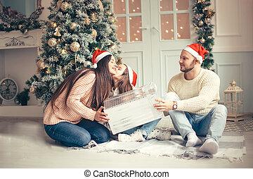 わずかしか, プレゼント, 親, 年, 新しい, 女の子, クリスマス, 驚かされる