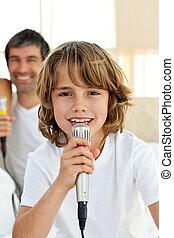わずかしか, マイクロフォン, 歌うこと, かわいい, 男の子