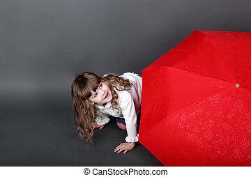 わずかしか, 傘, 大きい, の後ろ, かいま見ること, 女の子, 遊び, 赤