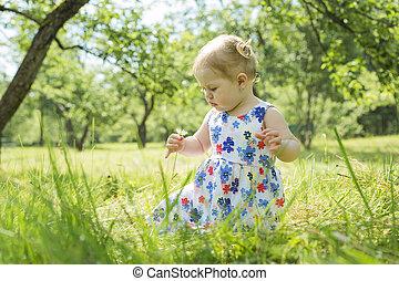 わずかしか, 公園の森林, 女の子