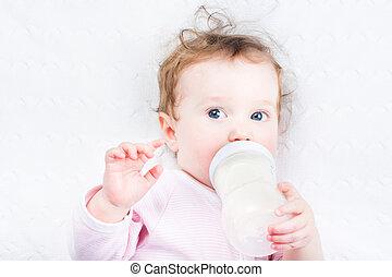 わずかしか, 女の赤ん坊, 牛乳, から, の, a, びん